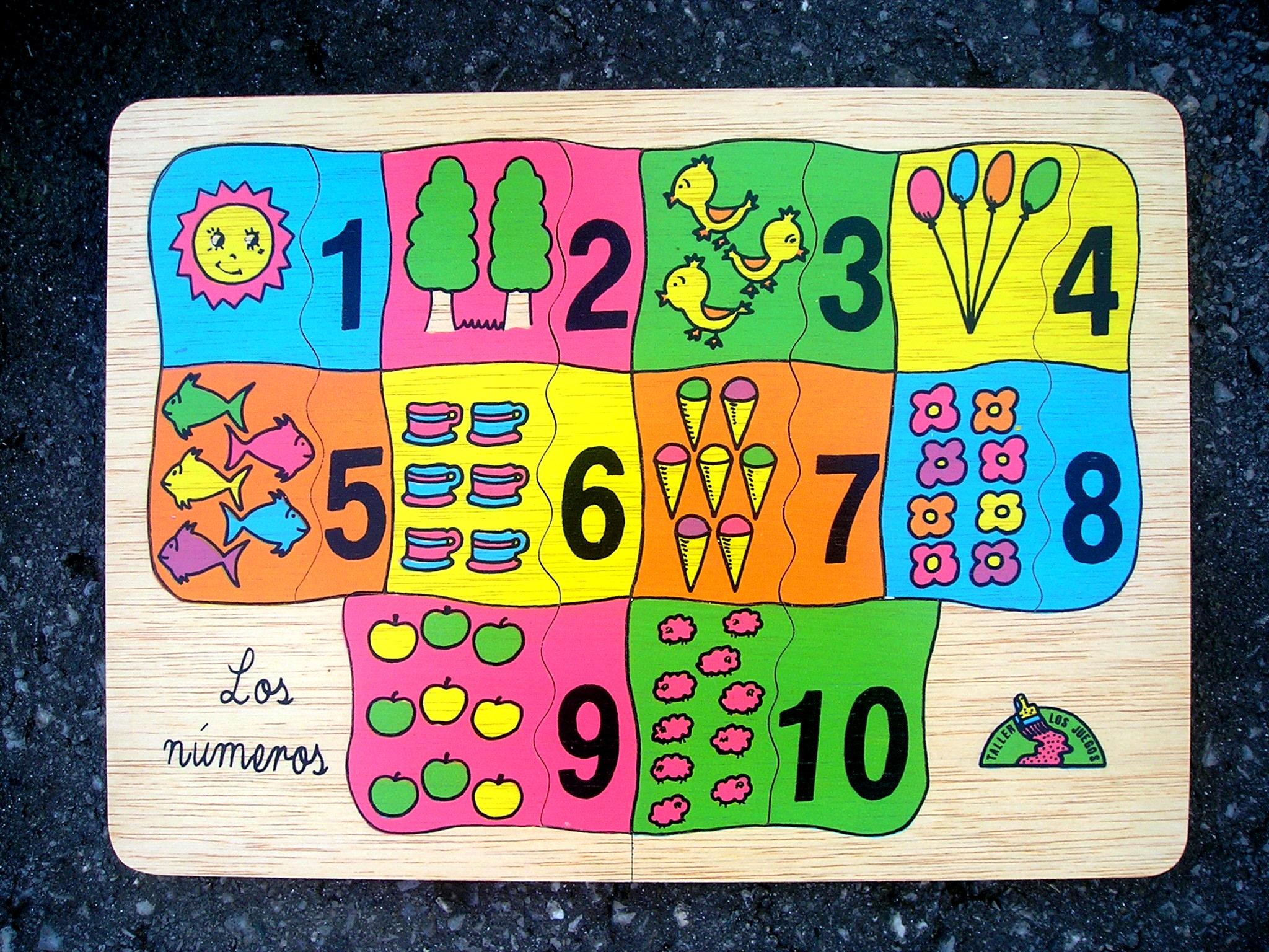 Medidas del tablero: Tablero: 24 x 33 cm. 10 piezas .